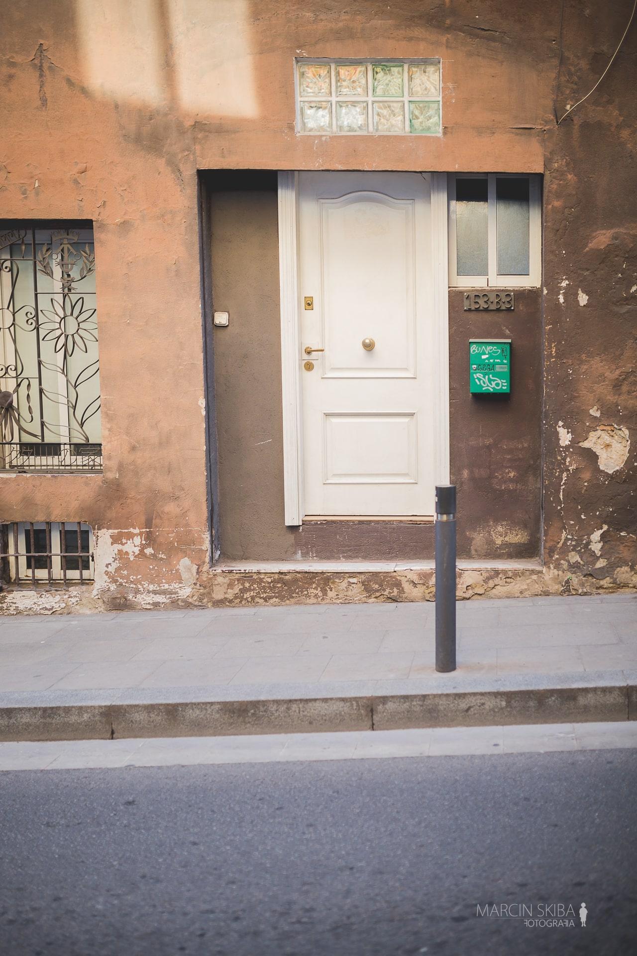Barcelona streets and doors (10)