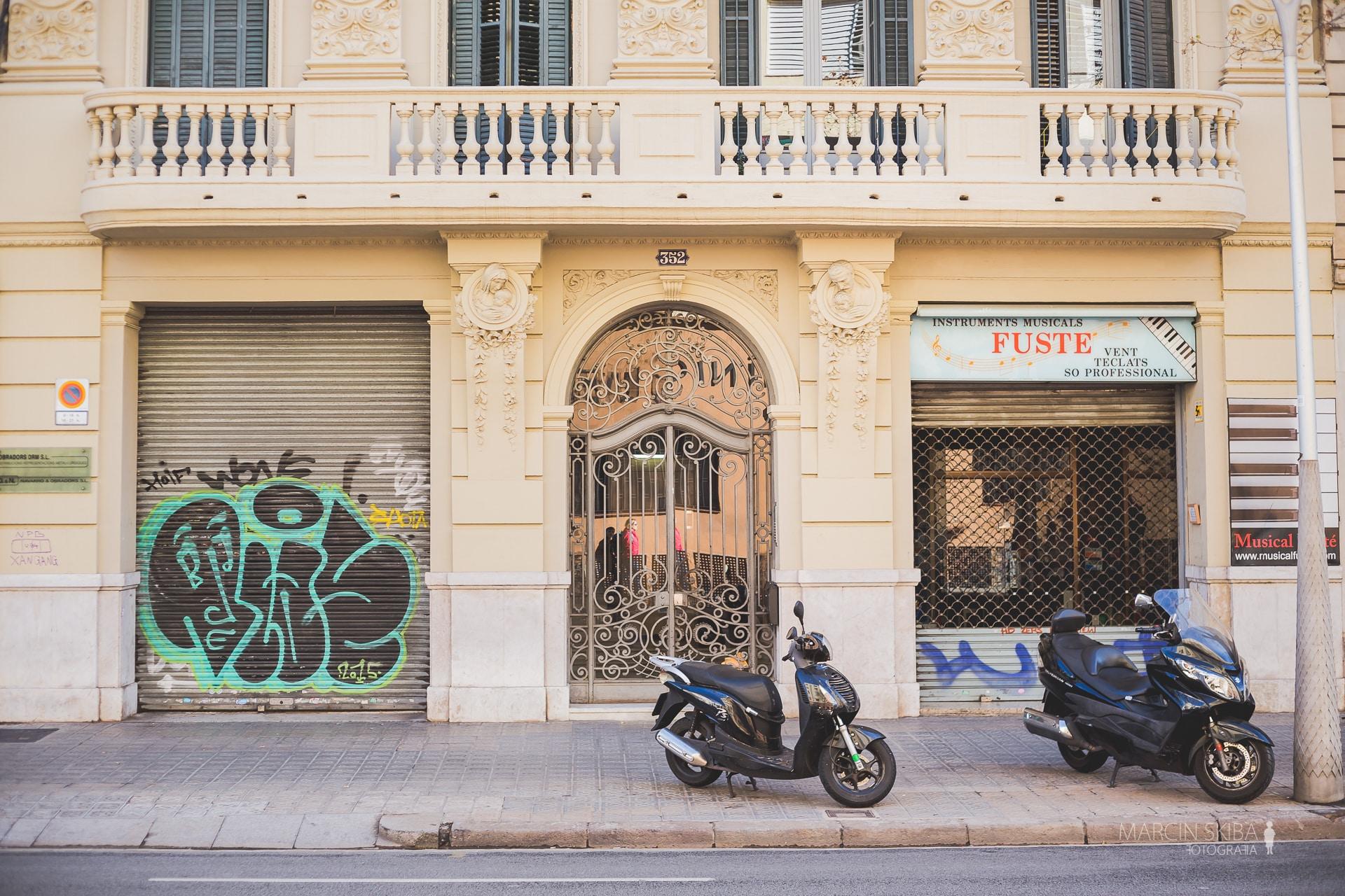 Barcelona streets and doors (16)