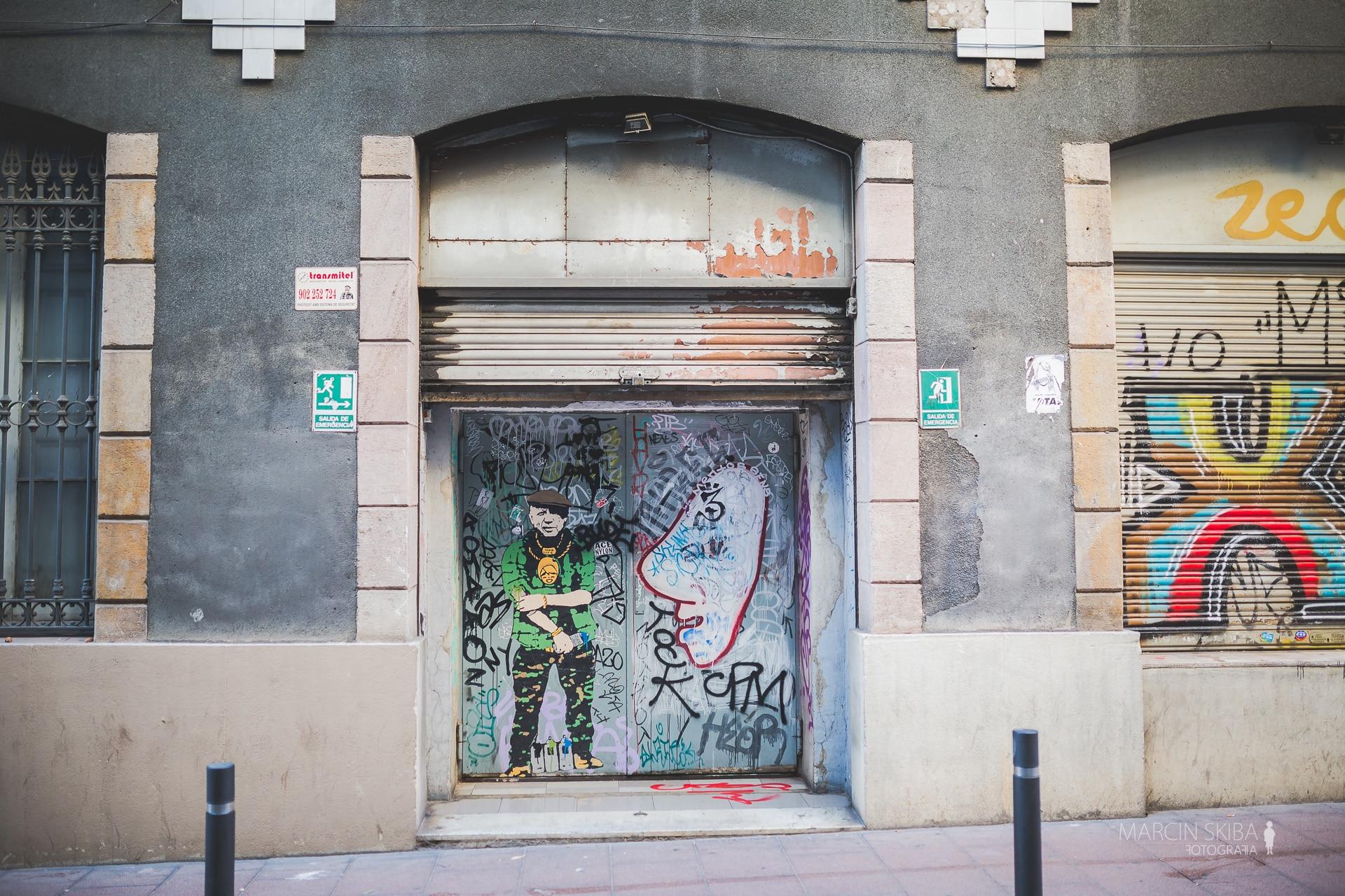 Barcelona streets and doors (17)