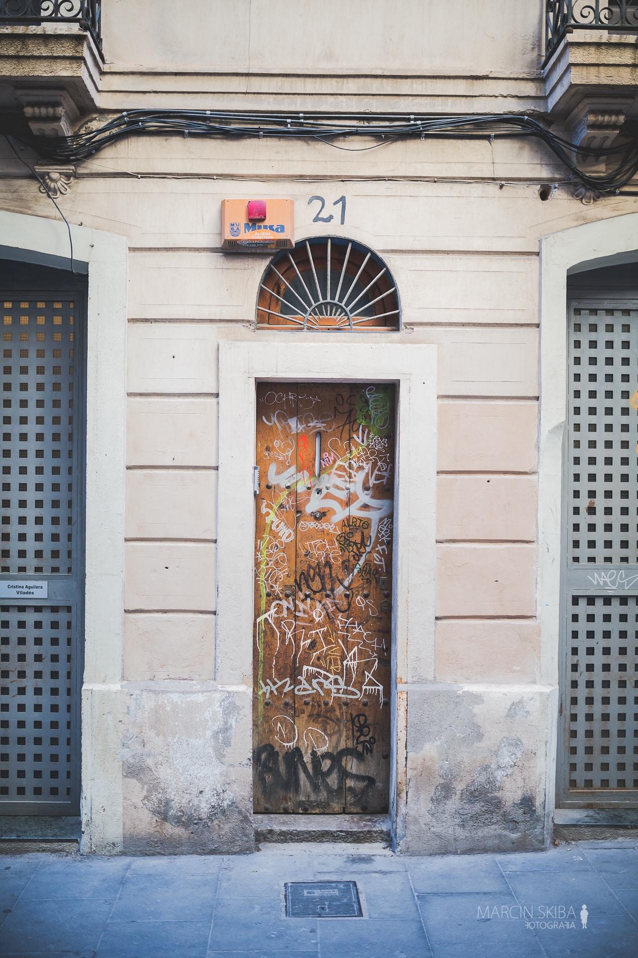 Barcelona streets and doors (19)