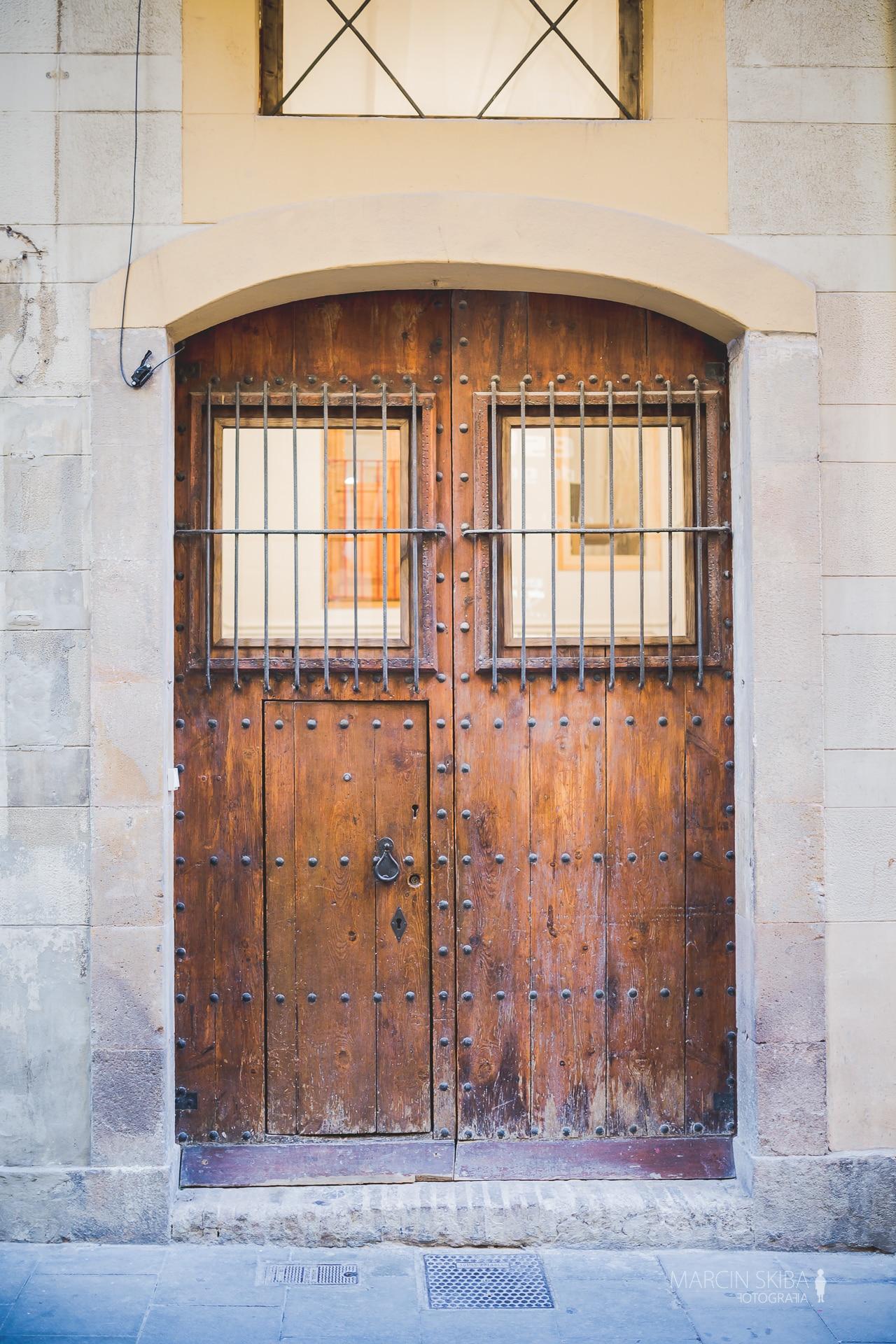 Barcelona streets and doors (20)