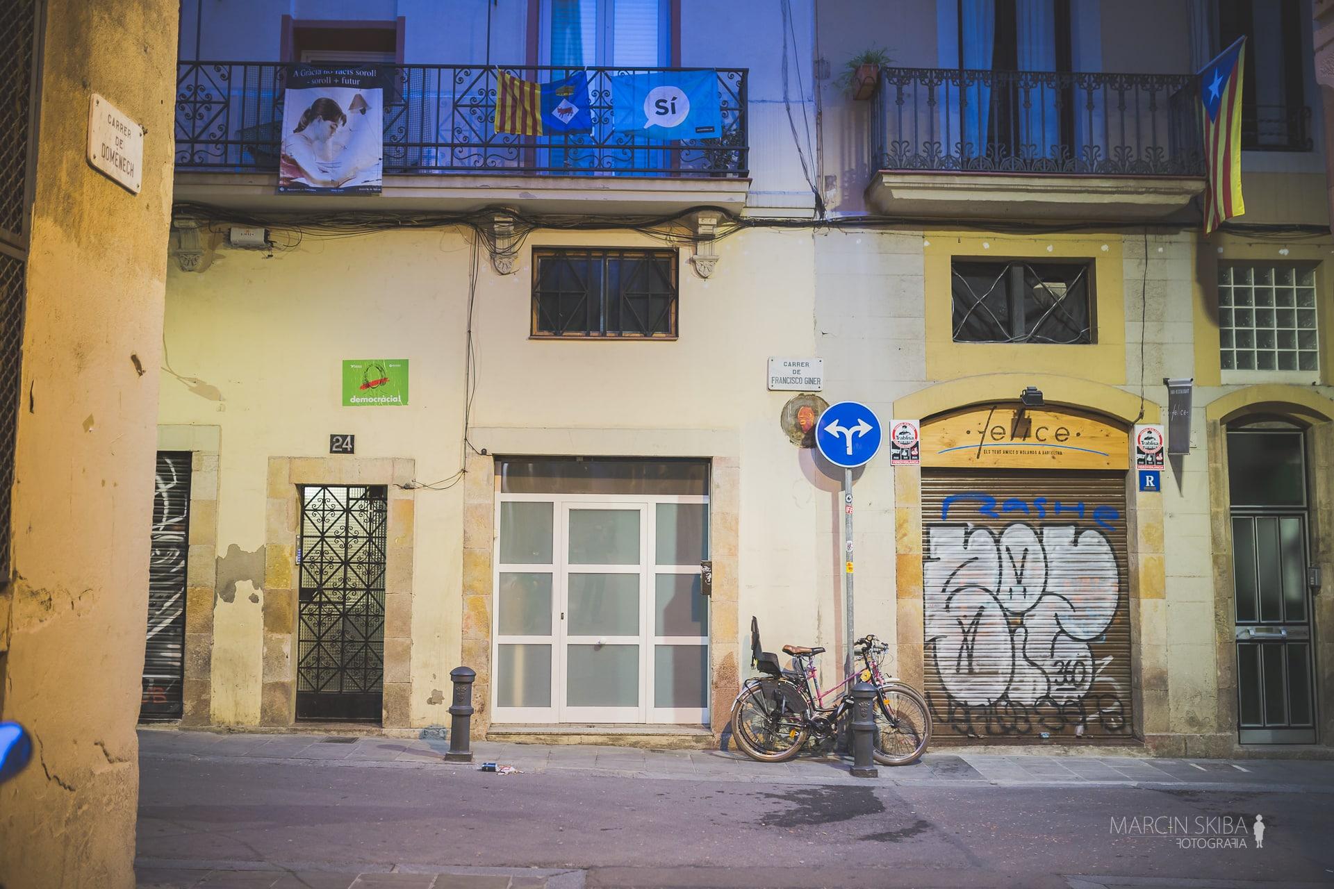 Barcelona streets and doors (38)