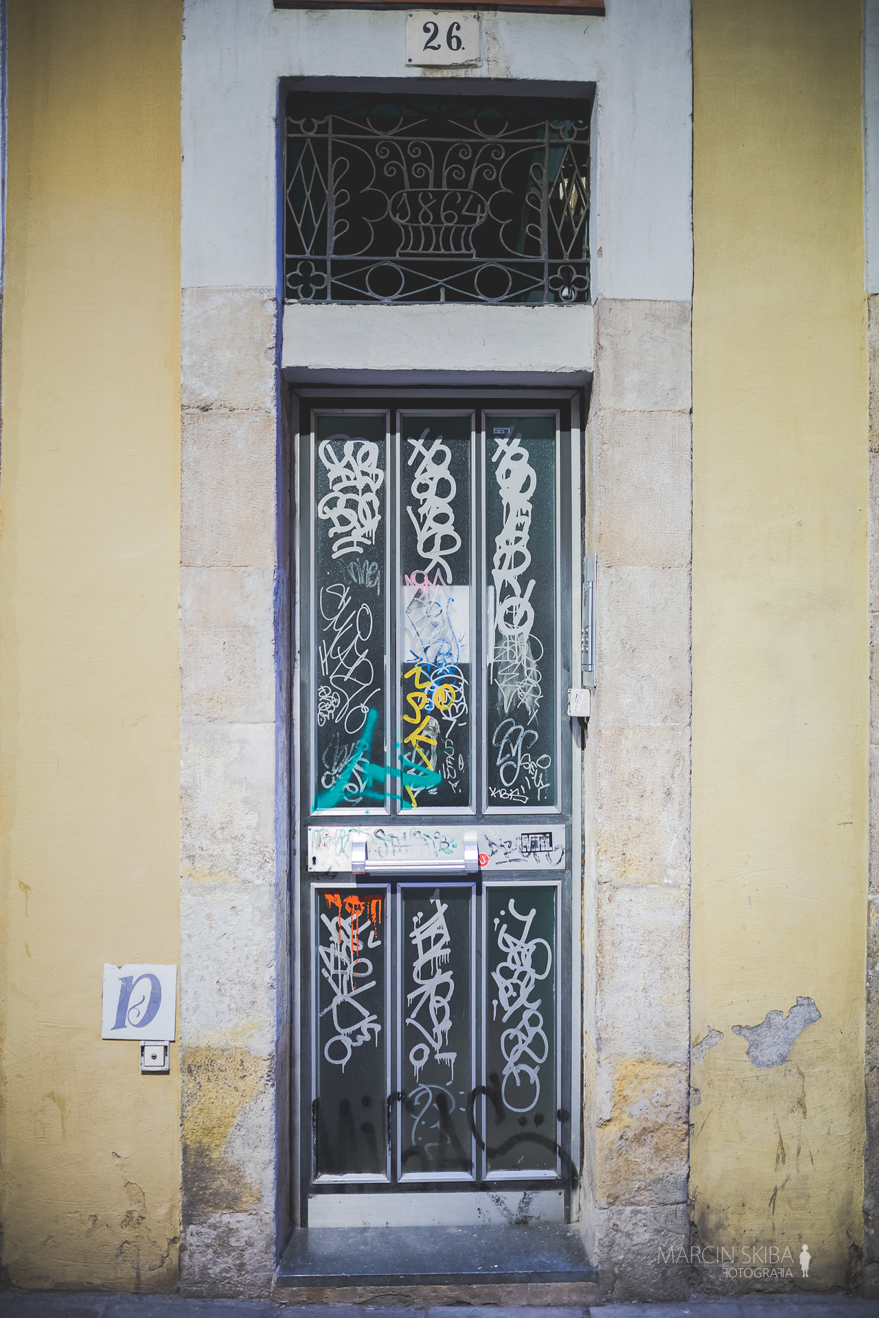 Barcelona streets and doors (39)