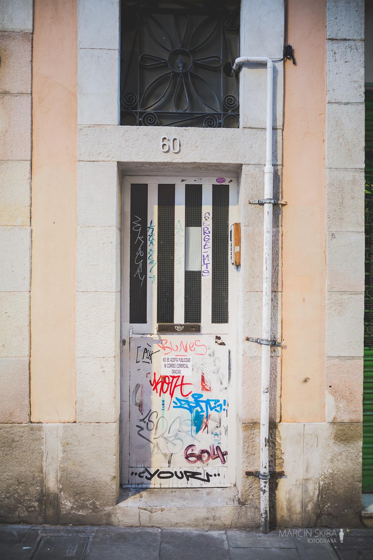 Barcelona streets and doors (48)