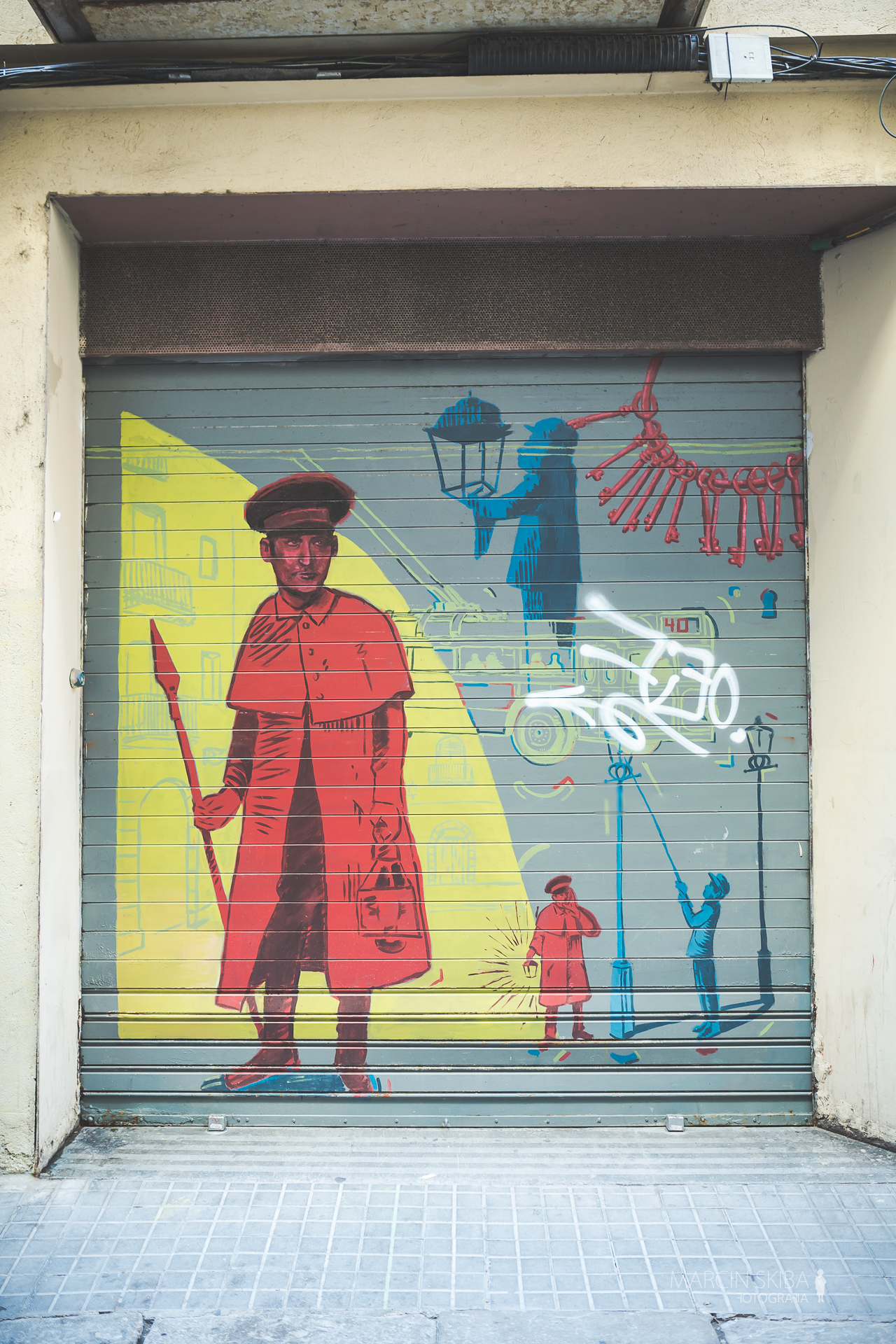 Barcelona streets and doors (51)
