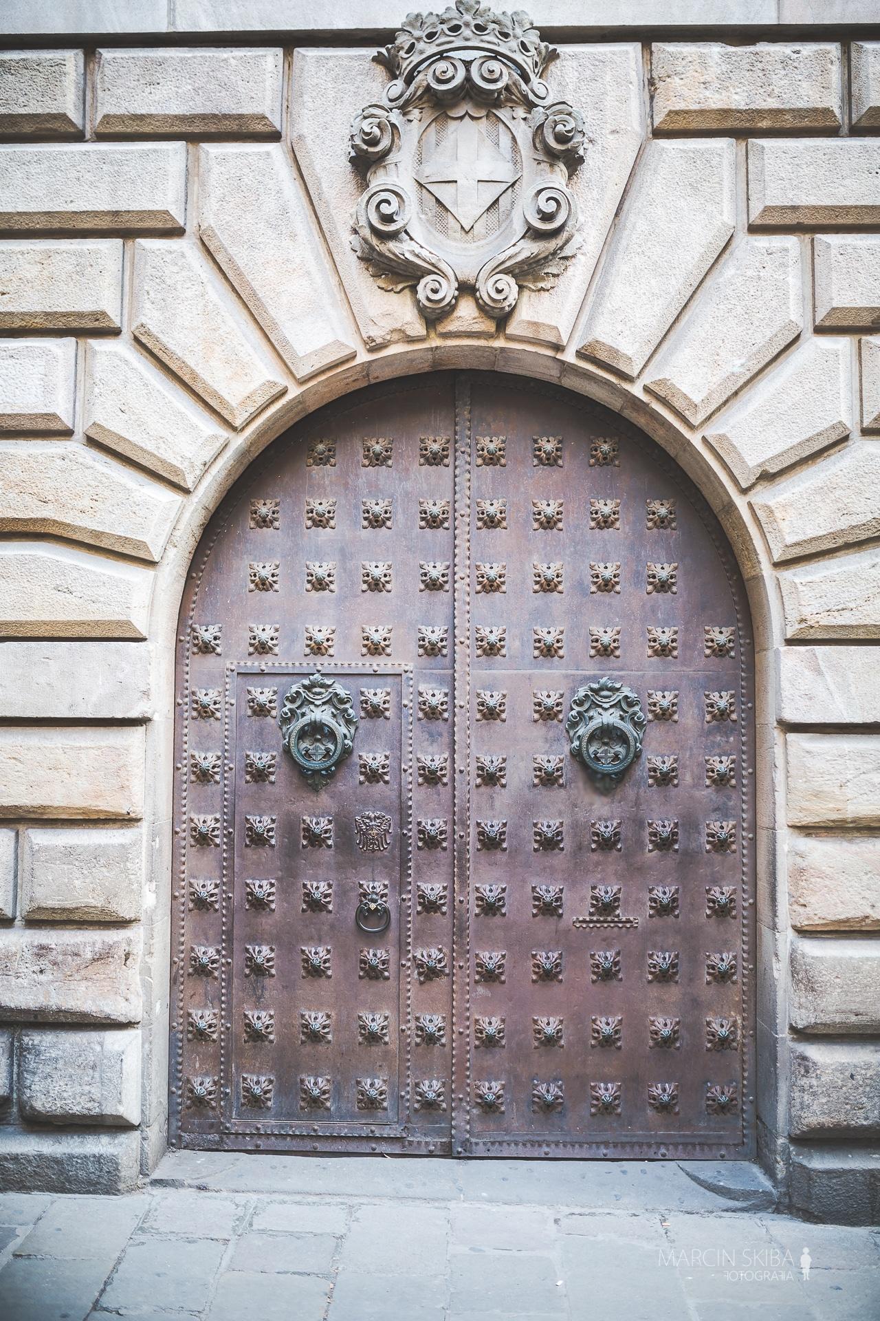 Barcelona streets and doors (52)