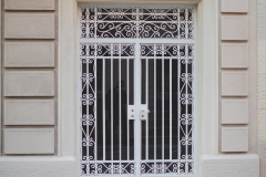 Barcelona streets and doors (7)